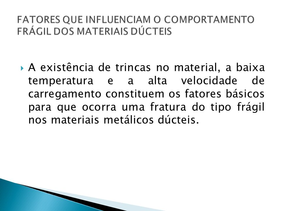 A diferença entre as energias inicial e final corresponde à energia absorvida pelo material.