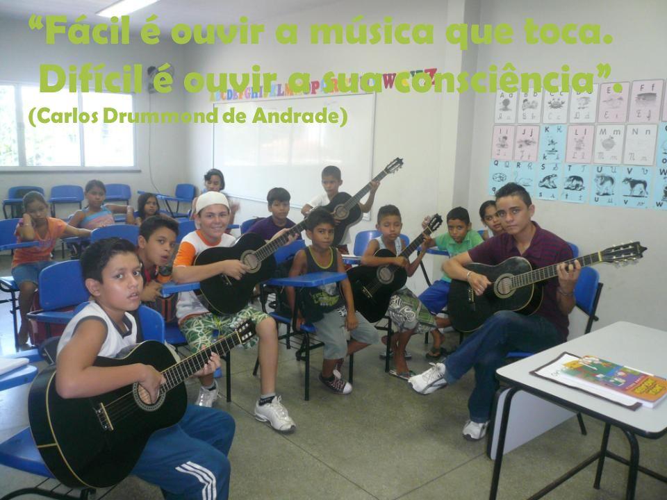 Fácil é ouvir a música que toca. Difícil é ouvir a sua consciência. (Carlos Drummond de Andrade)