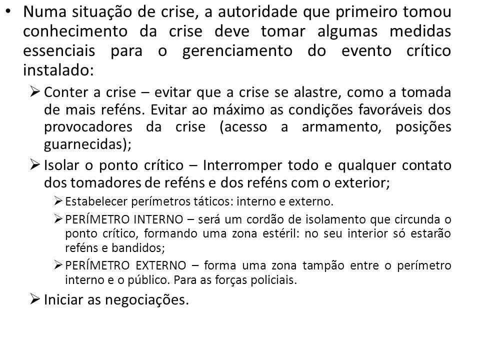 Numa situação de crise, a autoridade que primeiro tomou conhecimento da crise deve tomar algumas medidas essenciais para o gerenciamento do evento crí