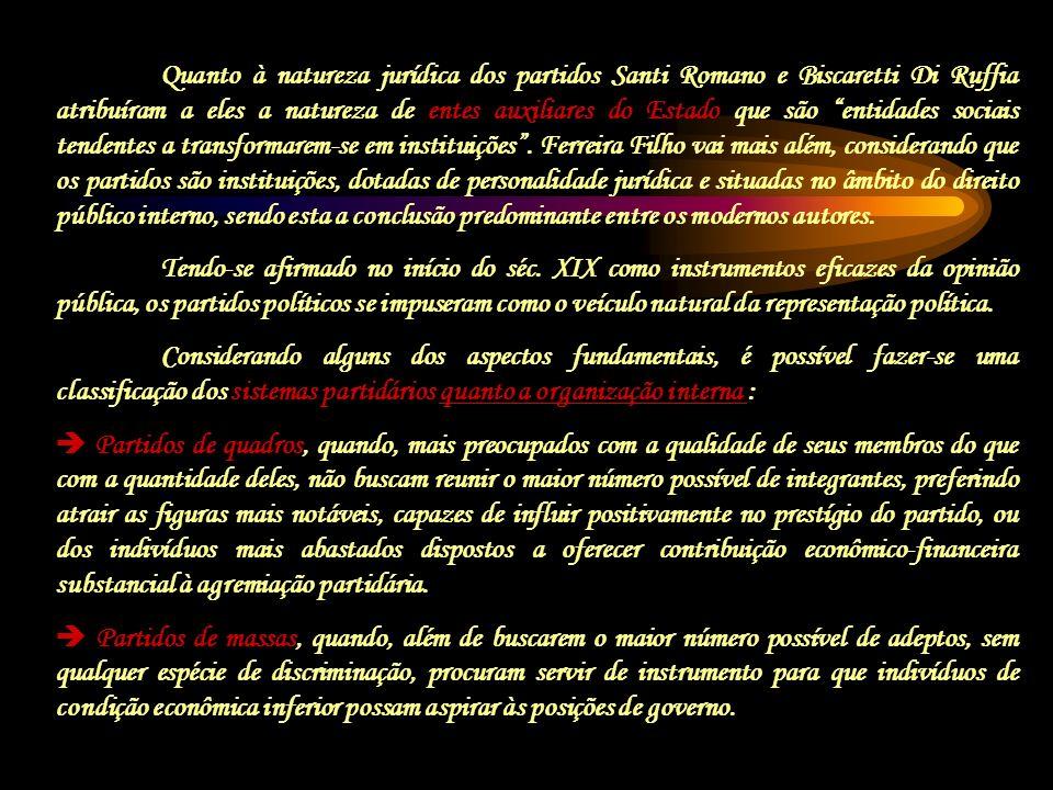 Quanto à natureza jurídica dos partidos Santi Romano e Biscaretti Di Ruffia atribuíram a eles a natureza de entes auxiliares do Estado que são entidad
