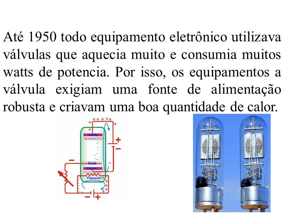 Até 1950 todo equipamento eletrônico utilizava válvulas que aquecia muito e consumia muitos watts de potencia. Por isso, os equipamentos a válvula exi
