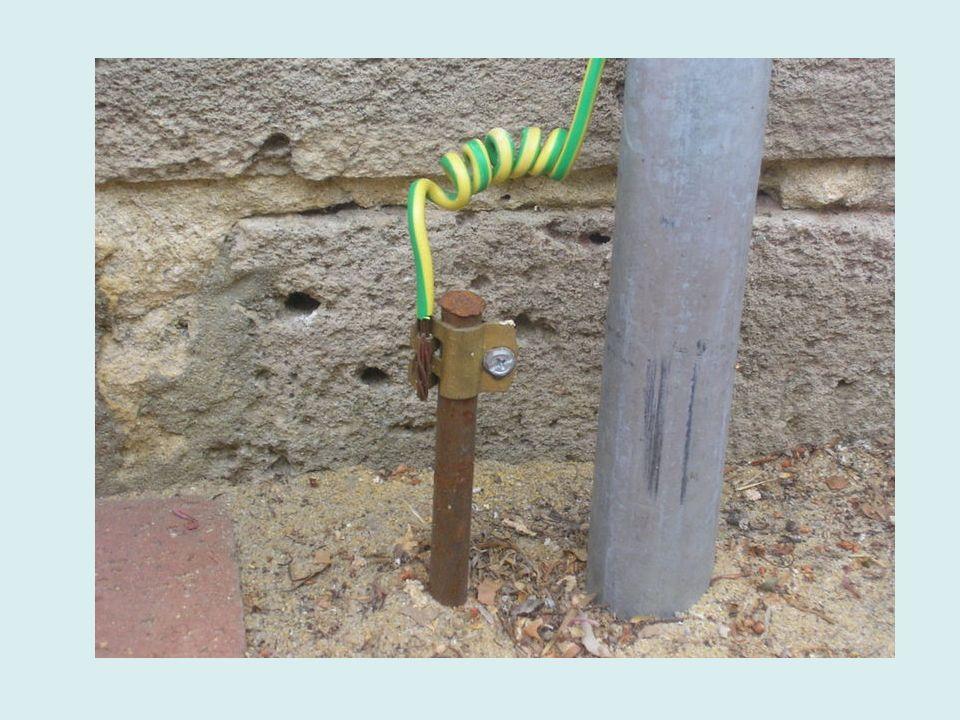 Itens sensíveis à ESD (ESDS) Falhas catastróficas Estrutura de transistor MOSEstrutura de circuito integrado