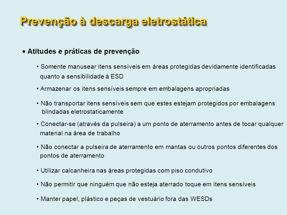 Atitudes e práticas de prevenção Somente manusear itens sensíveis em áreas protegidas devidamente identificadas quanto a sensibilidade à ESD Armazenar
