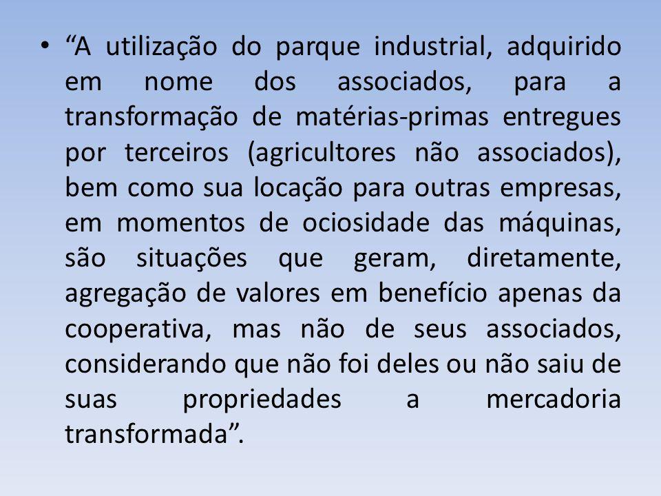 A utilização do parque industrial, adquirido em nome dos associados, para a transformação de matérias-primas entregues por terceiros (agricultores não