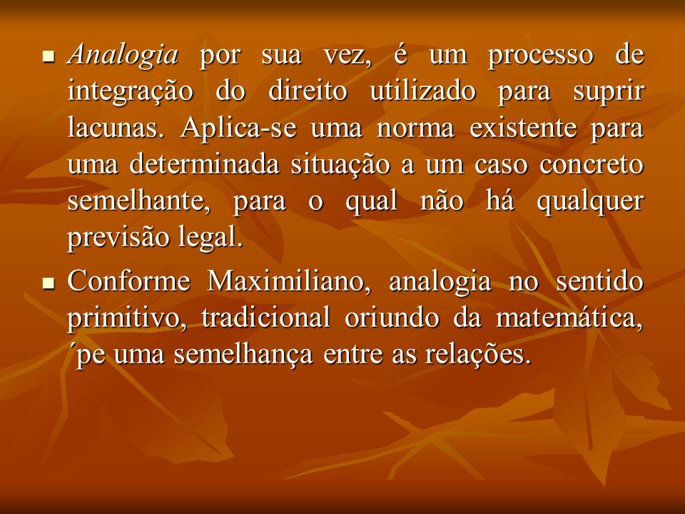 Analogia por sua vez, é um processo de integração do direito utilizado para suprir lacunas. Aplica-se uma norma existente para uma determinada situaçã