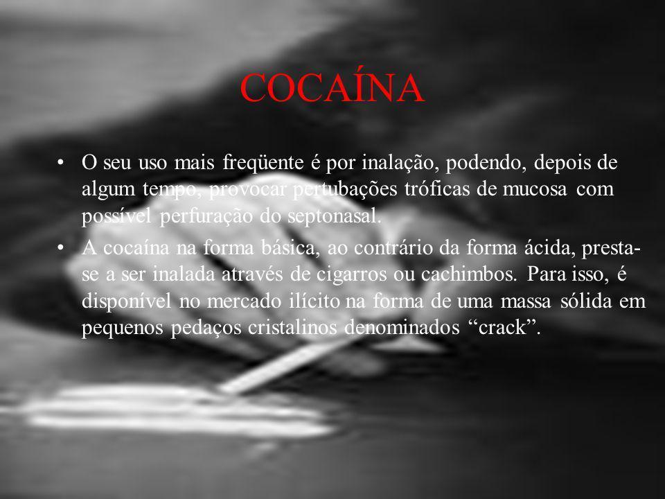 COCAÍNA A base livre é obtida pela dissolução do cloridrato de cocaína em solução de bicarbonato de sódio, seguida de extração com solvente orgânico volátil.