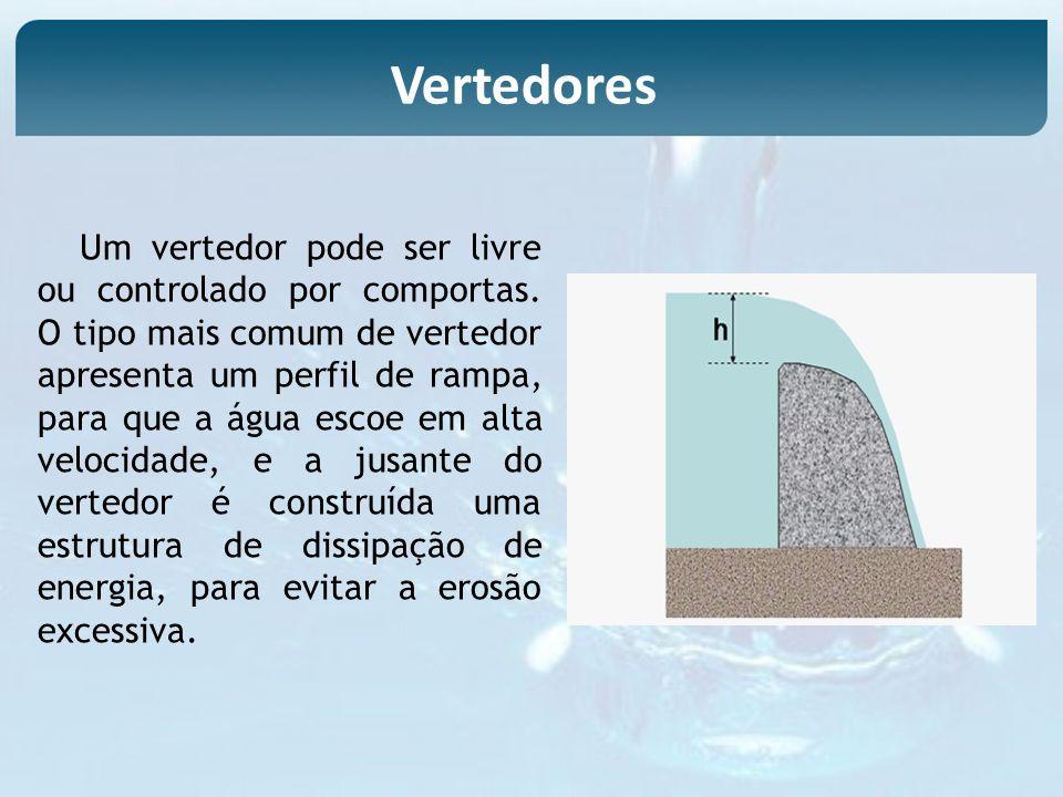 Um vertedor pode ser livre ou controlado por comportas. O tipo mais comum de vertedor apresenta um perfil de rampa, para que a água escoe em alta velo
