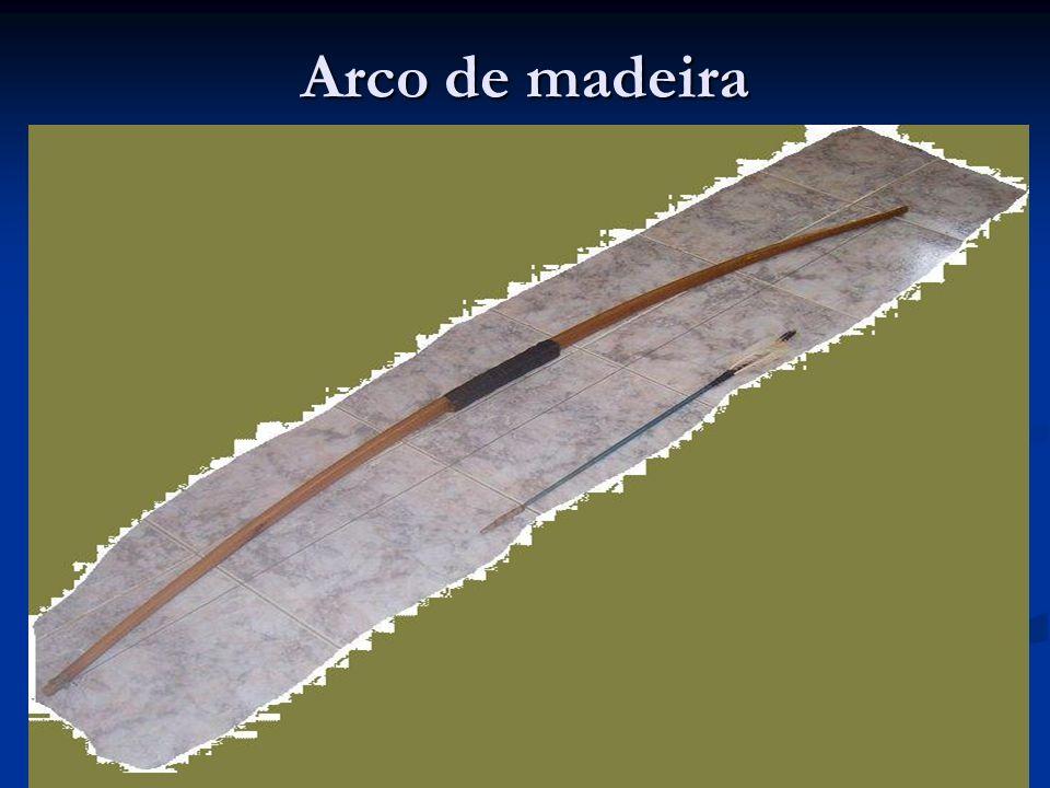 Armadura & Armas PROTEÇÃO DEFENSIVA A mobilidade de um exército e seu poder de fogo estariam seriamente comprometidos, se os soldados não estivessem individualmente protegidos no campo de batalha.