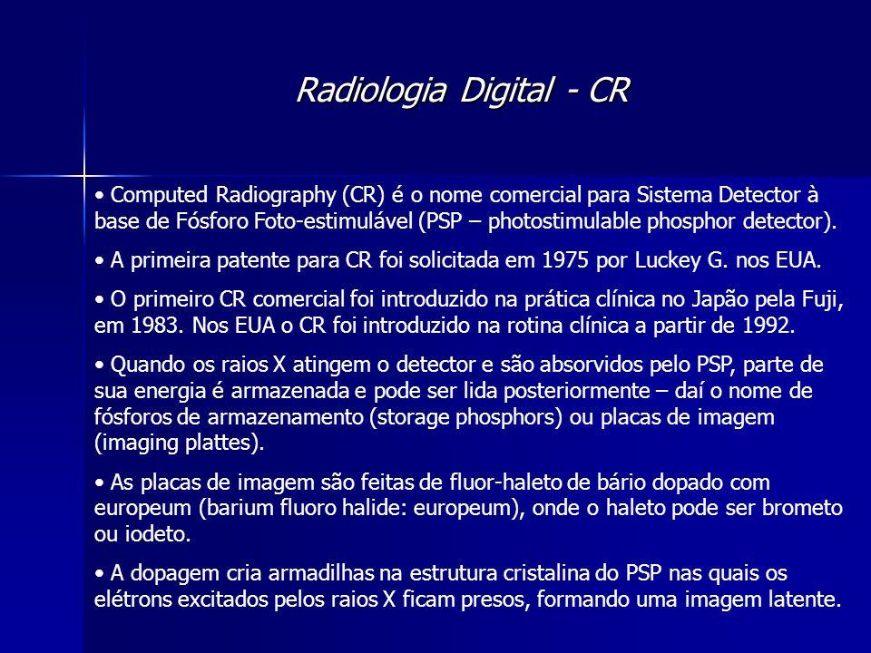 Radiologia Digital - CR Quando o PSP é exposto a uma luz com comprimento de onda adequado (700nm – vermelho) os elétrons aprisionados são estimulados e conseguem se libertar das armadilhas e podem, então, decair para seu estado não excitado através da emissão de luz (350nm-550nm – azul-verde).