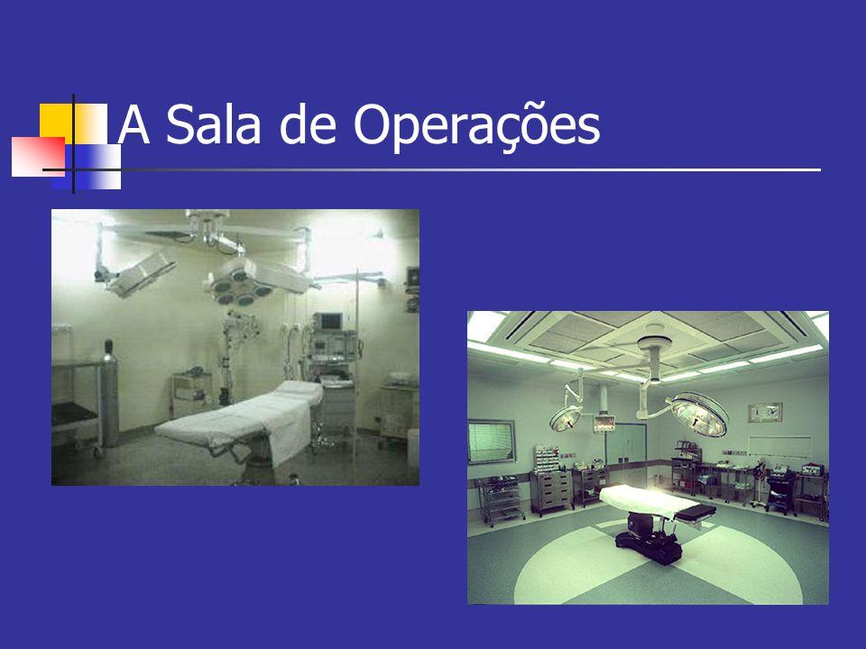 A Sala de Operações Ventilação Controle de Temperatura Temperatura: paciente x cirurgião Hipotermia: hipoxia, calafrios, hiperpirexia T ~ 21 - 24 o C