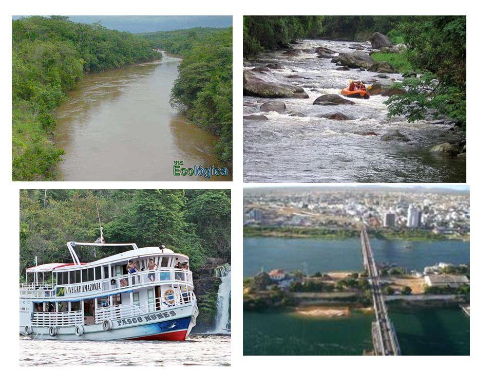Importância da água dos rios É um dos principais agentes modeladores do relevo terrestre; É um recurso natural básico na alimentação das populações; Abastecimento de água; Produção de hidroeletricidade; Navegação fluvial