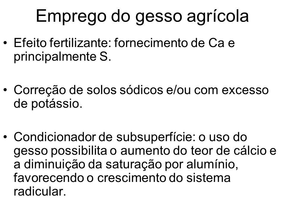 Emprego do gesso agrícola Efeito fertilizante: fornecimento de Ca e principalmente S. Correção de solos sódicos e/ou com excesso de potássio. Condicio