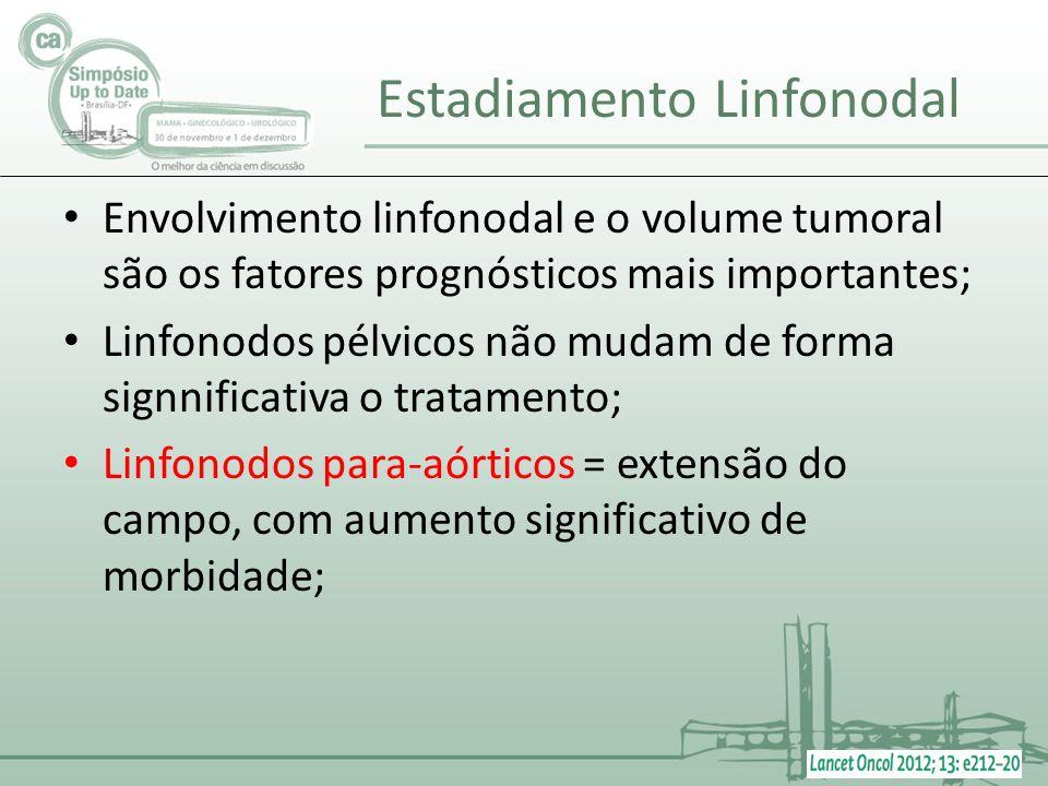 Envolvimento linfonodal e o volume tumoral são os fatores prognósticos mais importantes; Linfonodos pélvicos não mudam de forma signnificativa o trata