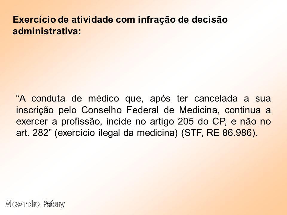 A conduta de médico que, após ter cancelada a sua inscrição pelo Conselho Federal de Medicina, continua a exercer a profissão, incide no artigo 205 do