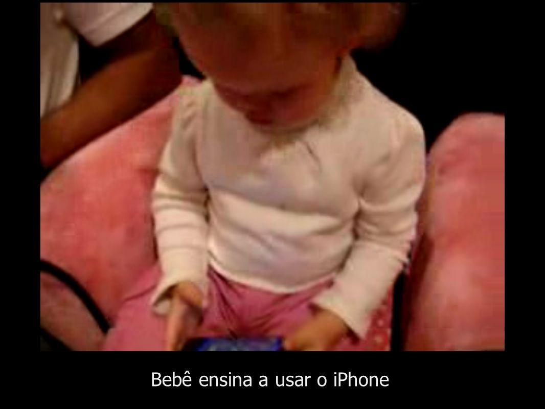 Bebê ensina a usar o iPhone