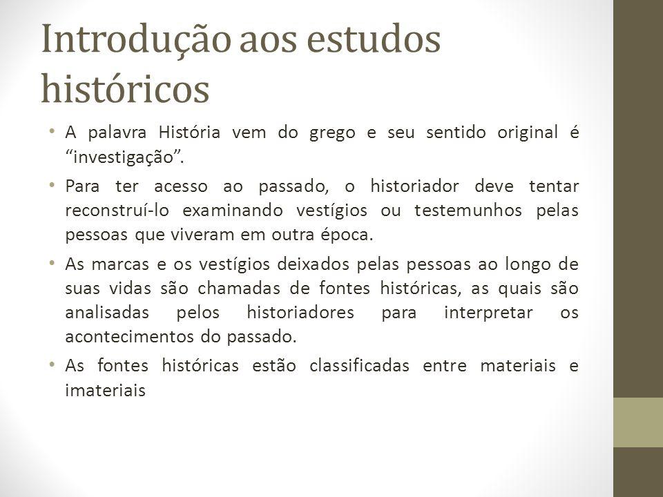 Introdução aos estudos históricos A palavra História vem do grego e seu sentido original é investigação. Para ter acesso ao passado, o historiador dev