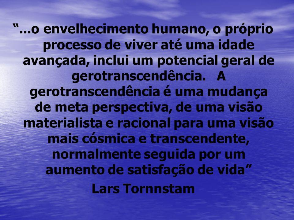 ...o envelhecimento humano, o próprio processo de viver até uma idade avançada, inclui um potencial geral de gerotranscendência. A gerotranscendência