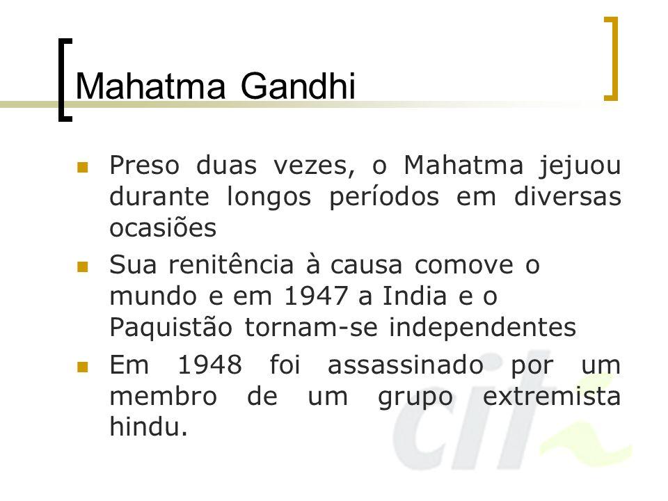 Mahatma Gandhi Preso duas vezes, o Mahatma jejuou durante longos períodos em diversas ocasiões Sua renitência à causa comove o mundo e em 1947 a India