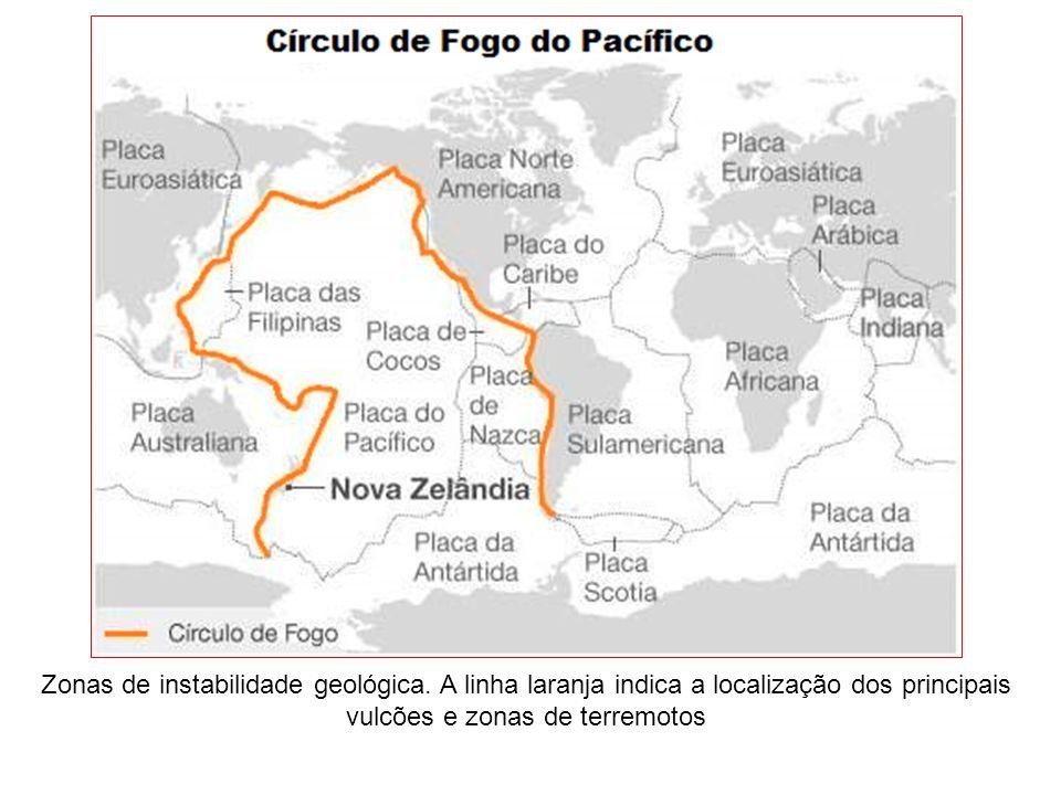 Zonas de instabilidade geológica. A linha laranja indica a localização dos principais vulcões e zonas de terremotos