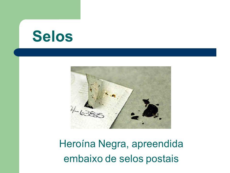 Selos Heroína Negra, apreendida embaixo de selos postais