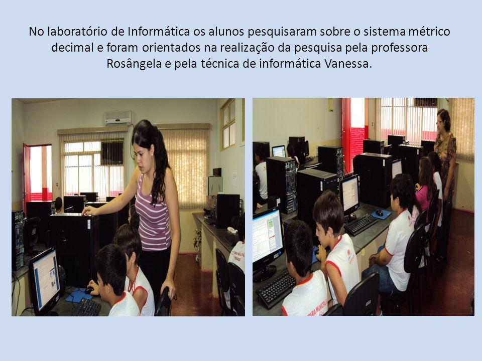 No laboratório de Informática os alunos pesquisaram sobre o sistema métrico decimal e foram orientados na realização da pesquisa pela professora Rosân