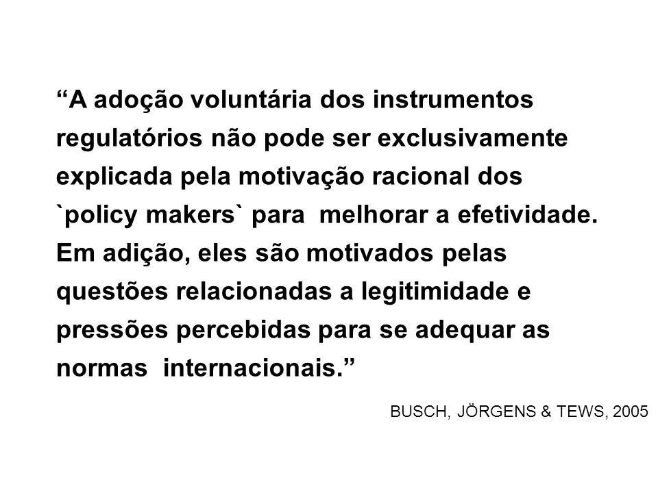 A adoção voluntária dos instrumentos regulatórios não pode ser exclusivamente explicada pela motivação racional dos `policy makers` para melhorar a efetividade.