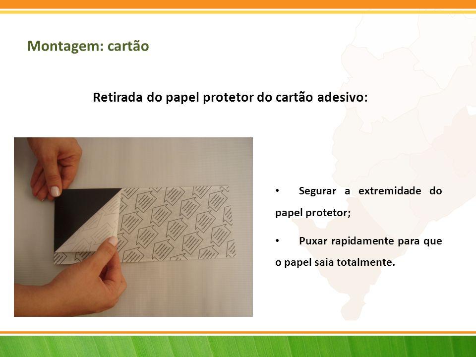 Montagem: cartão Retirada do papel protetor do cartão adesivo: Segurar a extremidade do papel protetor; Puxar rapidamente para que o papel saia totalm