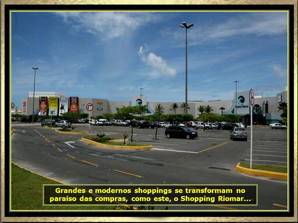 Ao lado do Mercado Municipal, encontra-se uma das maiores áreas de artesanato do Nordeste, com uma variedade enorme de produtos...