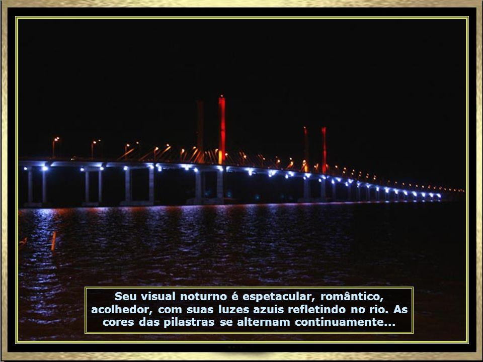 Ponte Construtor João Alves, sobre o Rio Sergipe, liga Aracaju à Barra dos Coqueiros. Foi inaugurada em 24.09.2006 e seu nome homenageia o pai do gove
