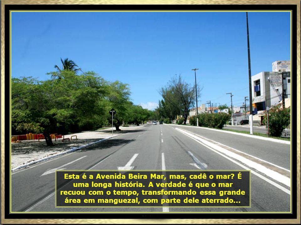 Esta é a Avenida Beira Mar, mas, cadê o mar.É uma longa história.