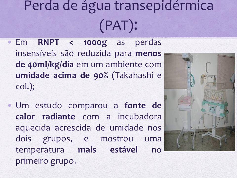Perda de água transepidérmica (PAT): Cuidados a serem tomados: -Bolsa plástica ao nascimento; -Materiais não abrasivos (para evitar a maceração da pele, ex: Tegaderm); -Fototerapia são fontes adicionais de calor radiante e podem aumentar a PAT além de 30%.