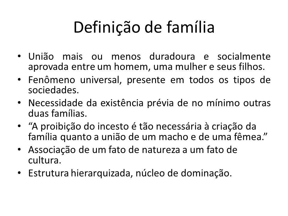 Definição de família União mais ou menos duradoura e socialmente aprovada entre um homem, uma mulher e seus filhos. Fenômeno universal, presente em to