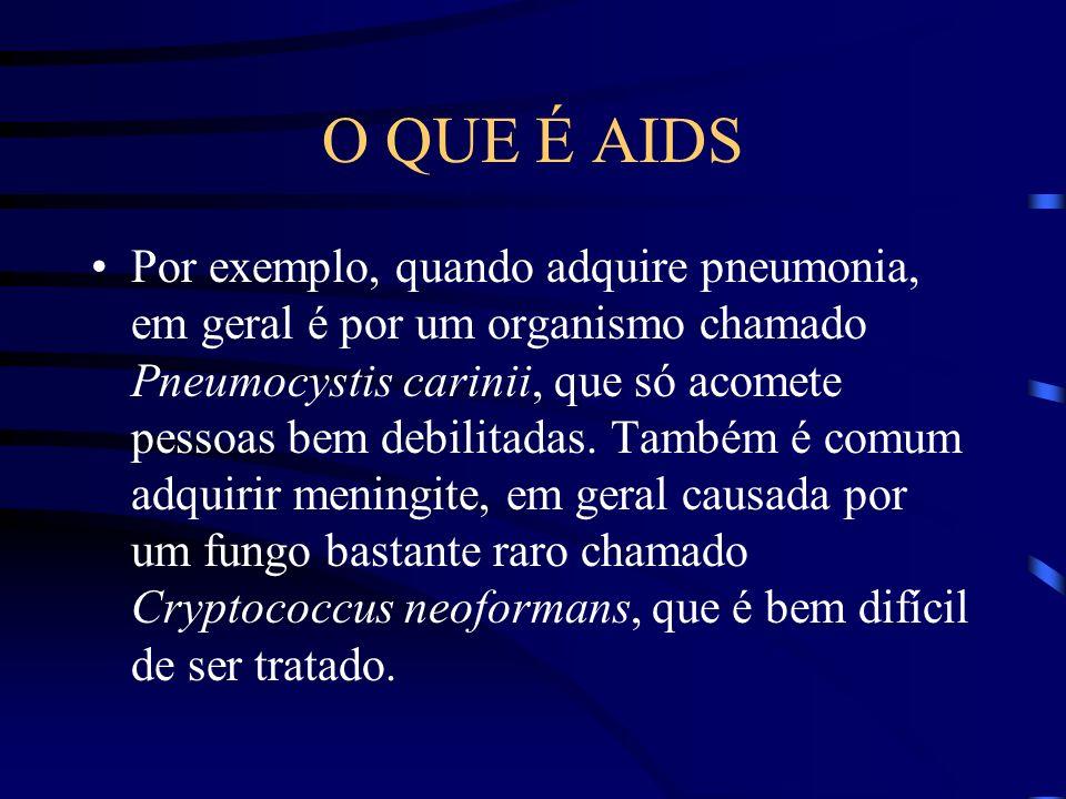 O QUE É AIDS Só depois de um certo período de tempo é que a pessoa começa a apresentar os sintomas mais graves da doença, com a resistência do organismo para combater infecções cada vez mais debilitada.