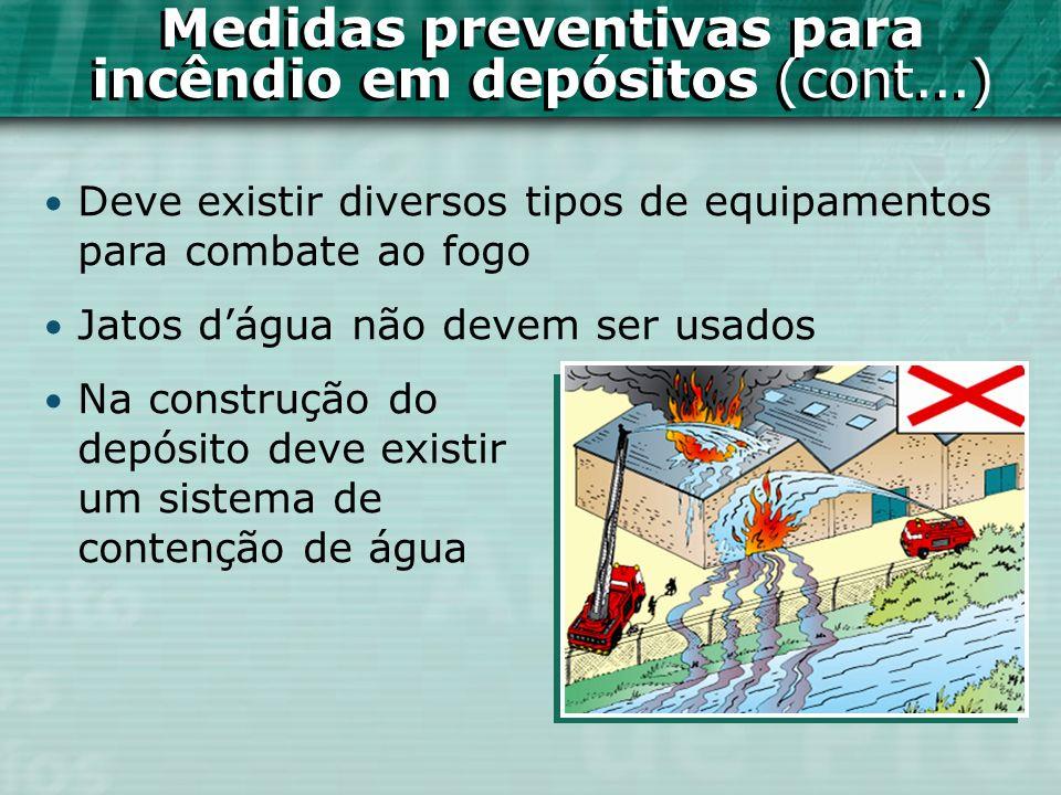 Deve existir diversos tipos de equipamentos para combate ao fogo Jatos dágua não devem ser usados Na construção do depósito deve existir um sistema de