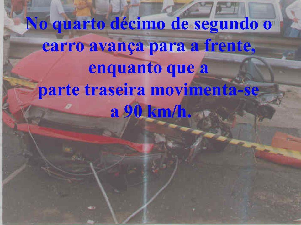 En la quinta No quinto décimo de segundo, O motorista fica preso pela barra da direção e o sangue chega a seus pulmões.