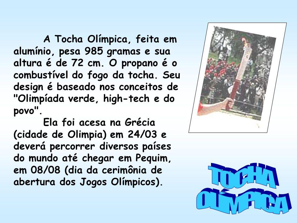 A Tocha Olímpica, feita em alumínio, pesa 985 gramas e sua altura é de 72 cm.