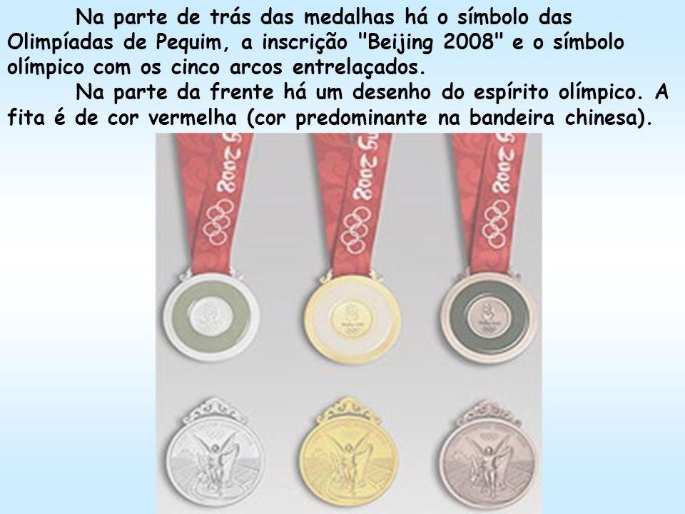 Na parte de trás das medalhas há o símbolo das Olimpíadas de Pequim, a inscrição Beijing 2008 e o símbolo olímpico com os cinco arcos entrelaçados.