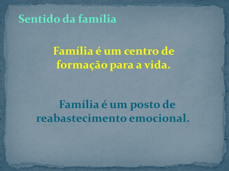 É através da engrenagem familiar que cada filho de Deus, matriculado no educandário do renascimento, vai se preparando para aprender a conviver, a con
