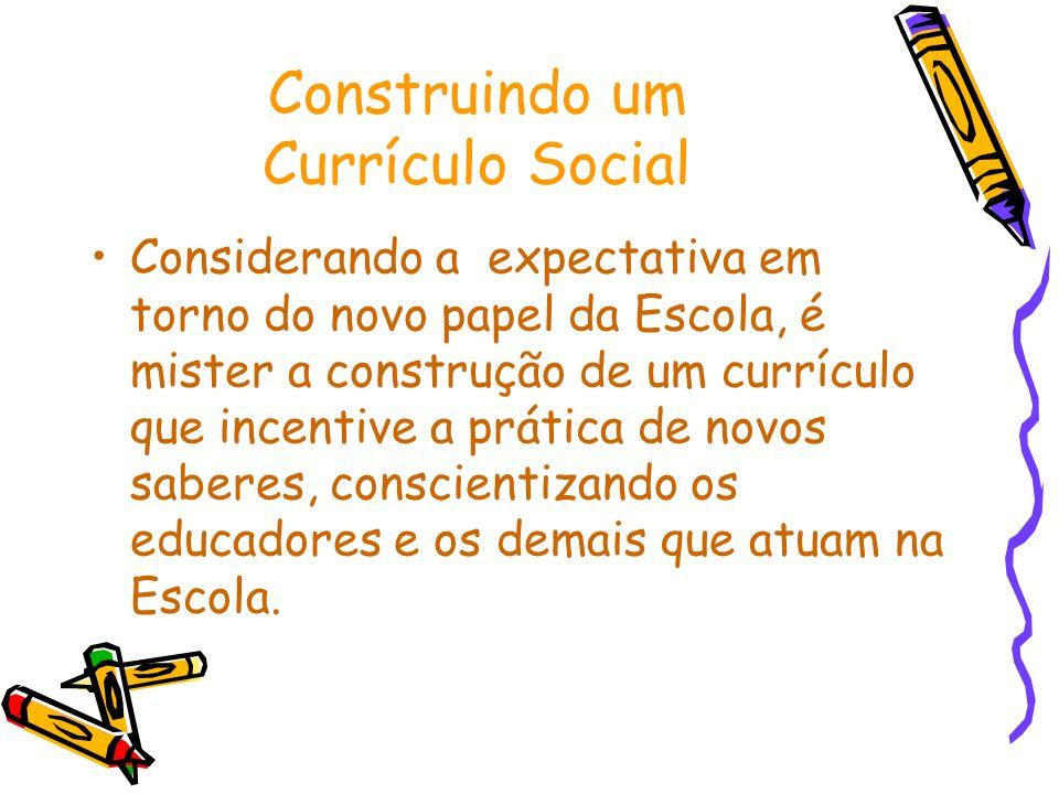 Construindo um Currículo Social Considerando a expectativa em torno do novo papel da Escola, é mister a construção de um currículo que incentive a prá
