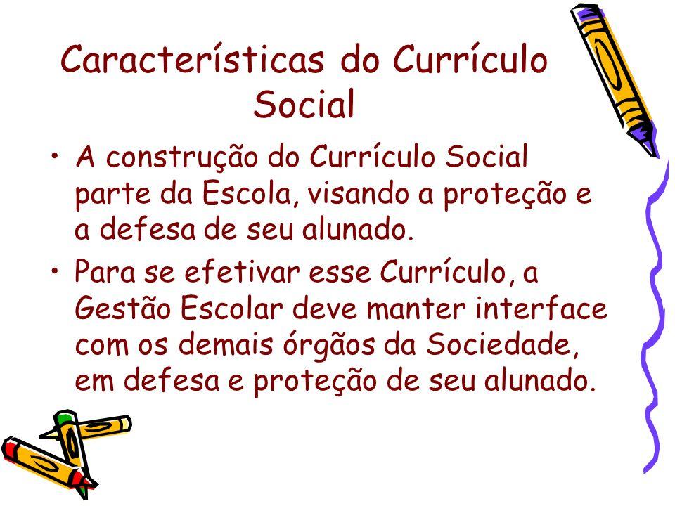 Características do Currículo Social A construção do Currículo Social parte da Escola, visando a proteção e a defesa de seu alunado. Para se efetivar e