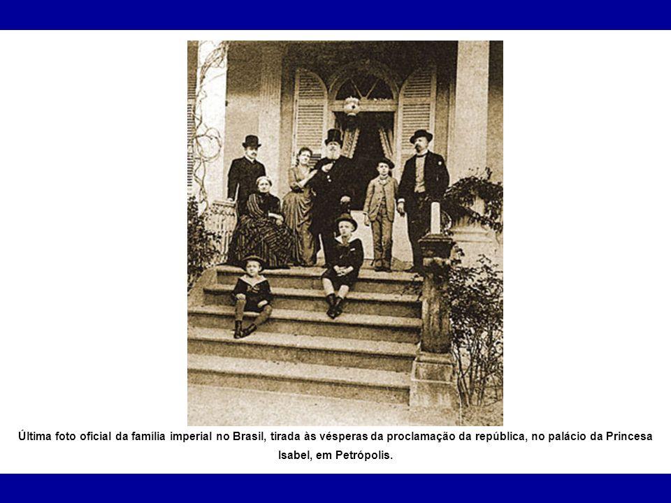 Última foto oficial da família imperial no Brasil, tirada às vésperas da proclamação da república, no palácio da Princesa Isabel, em Petrópolis.
