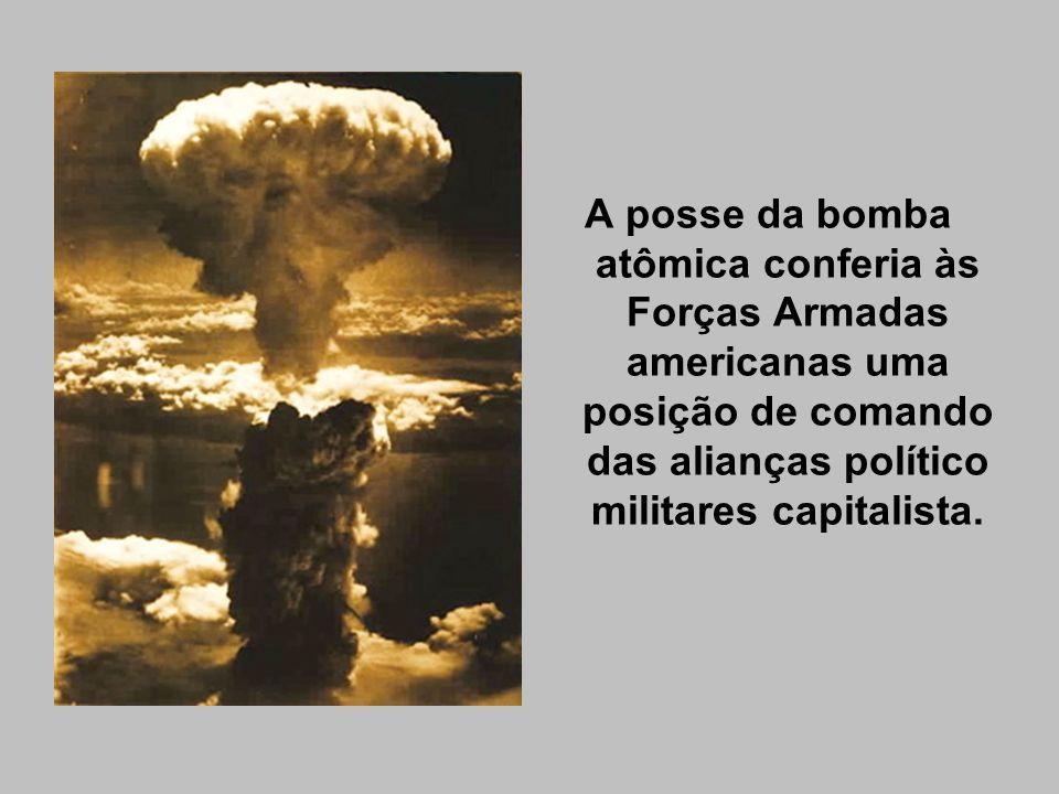 No plano diplomático, a guerra fria passa a espelhar o significado mundial da política internacional gerada em Washington.