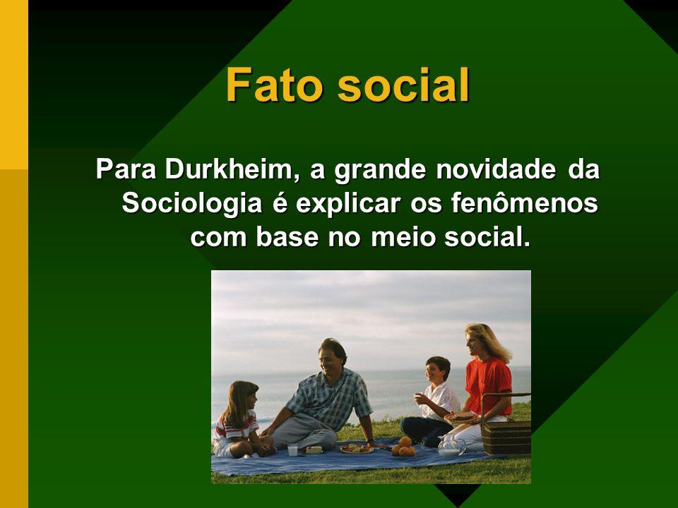 Fato social Para Durkheim, a grande novidade da Sociologia é explicar os fenômenos com base no meio social.