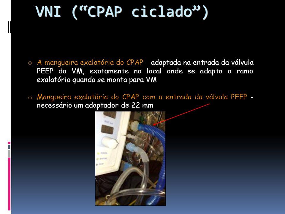 o A mangueira exalatória do CPAP - adaptada na entrada da válvula PEEP do VM, exatamente no local onde se adapta o ramo exalatório quando se monta para VM o Mangueira exalatória do CPAP com a entrada da válvula PEEP - necessário um adaptador de 22 mm VNI (CPAP ciclado) VNI (CPAP ciclado)