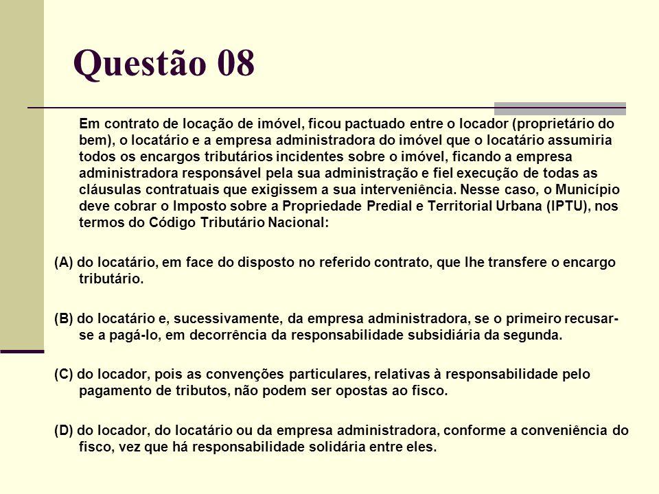 Questão 08 Em contrato de locação de imóvel, ficou pactuado entre o locador (proprietário do bem), o locatário e a empresa administradora do imóvel qu