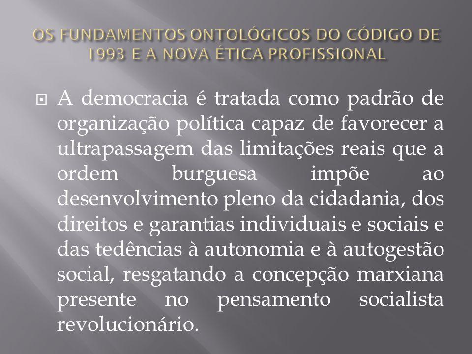 A democracia é tratada como padrão de organização política capaz de favorecer a ultrapassagem das limitações reais que a ordem burguesa impõe ao desen