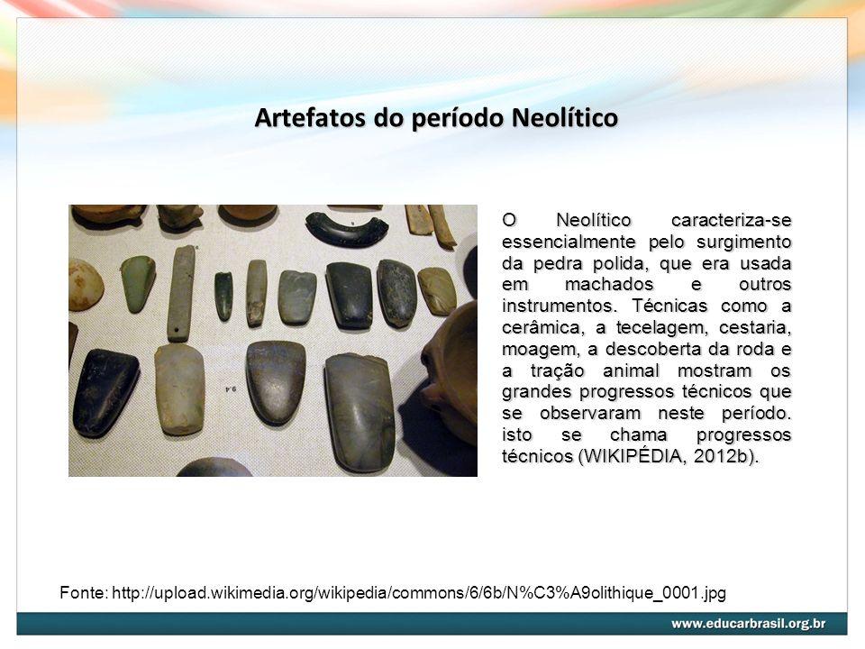 Artefatos do período Neolítico Fonte: http://upload.wikimedia.org/wikipedia/commons/6/6b/N%C3%A9olithique_0001.jpg O Neolítico caracteriza-se essencialmente pelo surgimento da pedra polida, que era usada em machados e outros instrumentos.