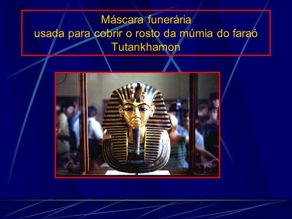 Máscara funerária usada para cobrir o rosto da múmia do faraó Tutankhamon