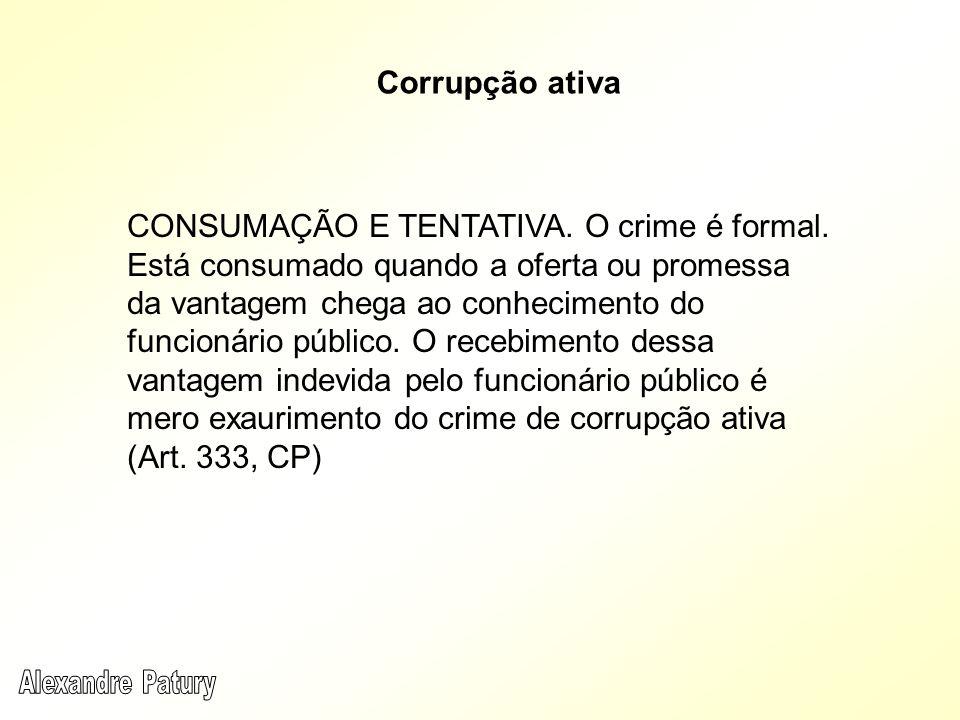 CONSUMAÇÃO E TENTATIVA. O crime é formal. Está consumado quando a oferta ou promessa da vantagem chega ao conhecimento do funcionário público. O receb