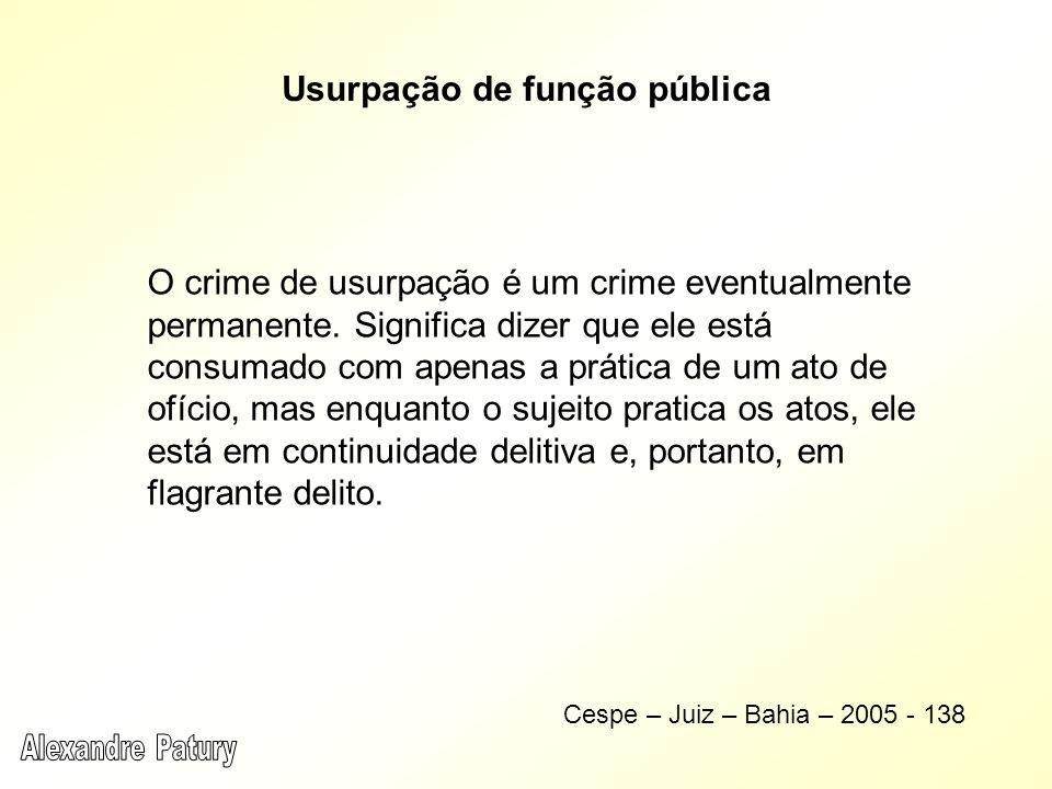 O crime de usurpação é um crime eventualmente permanente. Significa dizer que ele está consumado com apenas a prática de um ato de ofício, mas enquant
